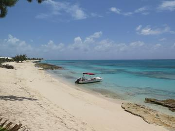 grand turk boat on beach rschulting